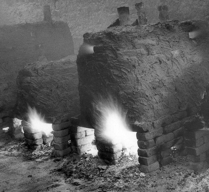 Le fornaci di cottura delle forme, metodo della cera persa. Fonderia Artistica Ferdinando Marinelli (FAFM), Firenze, anni cinquanta.