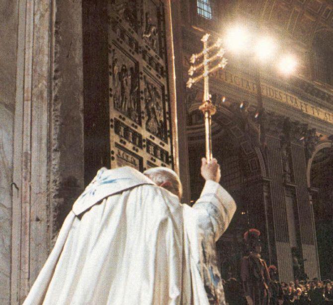 orta Santa della Basilica di San Pietro in Vaticano, realizzata dalla Fonderia Artistica Ferdinando Marinelli di Firenze, Apertura durante il Giubileo. Papa Giovanni Paolo II